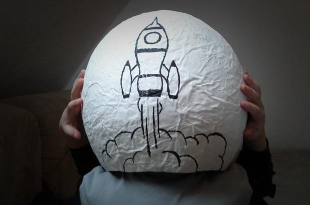 astronautenhelm angemalt