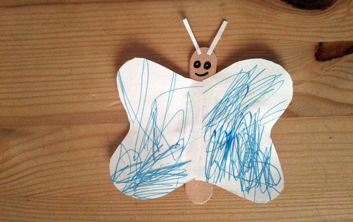 Schmetterling aus Eis Stiel gebastelt