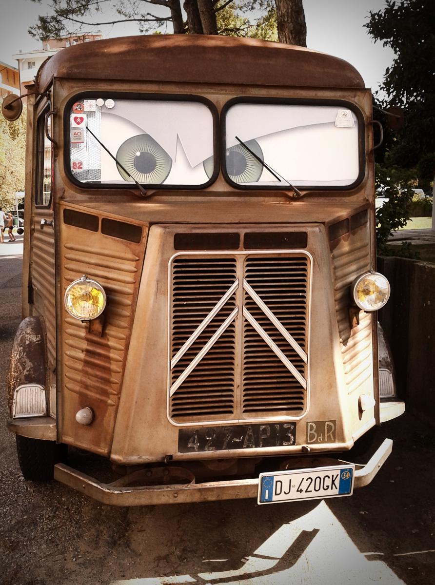 Disney Cars in der Realität Citroen Bus Oldtimer