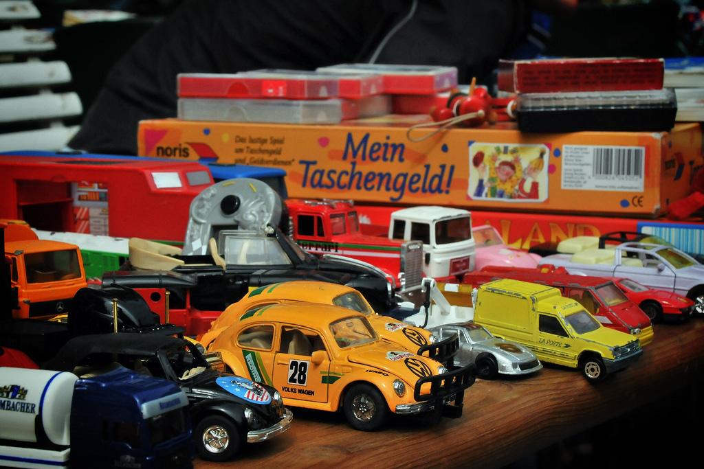 Flohmarkt im Kinderzimmer - Ausverkauf alter Spielsachen so entrümpelst du das Kinderzimmer sicher
